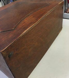 Back corner of Blickensderfer No.8 case lid